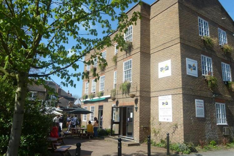 Kursy językowe (angielski) w szkole CES w Londynie w Anglii