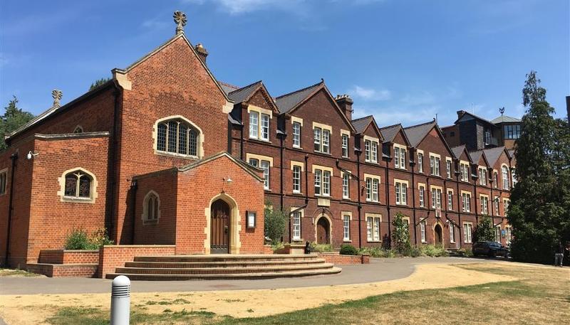 Obóz językowy na kampusie w Cambridge