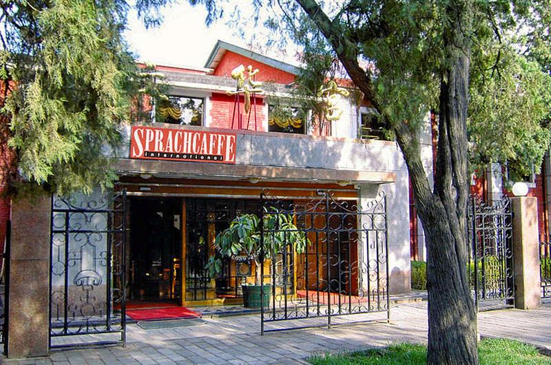 Wejście do szkoły językowej Sprachcaffe w Pekinie w Chinach